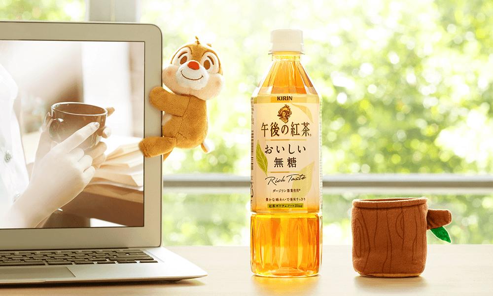 可愛的蒂蒂玩偶夾在筆電上,放鬆追劇更療癒。